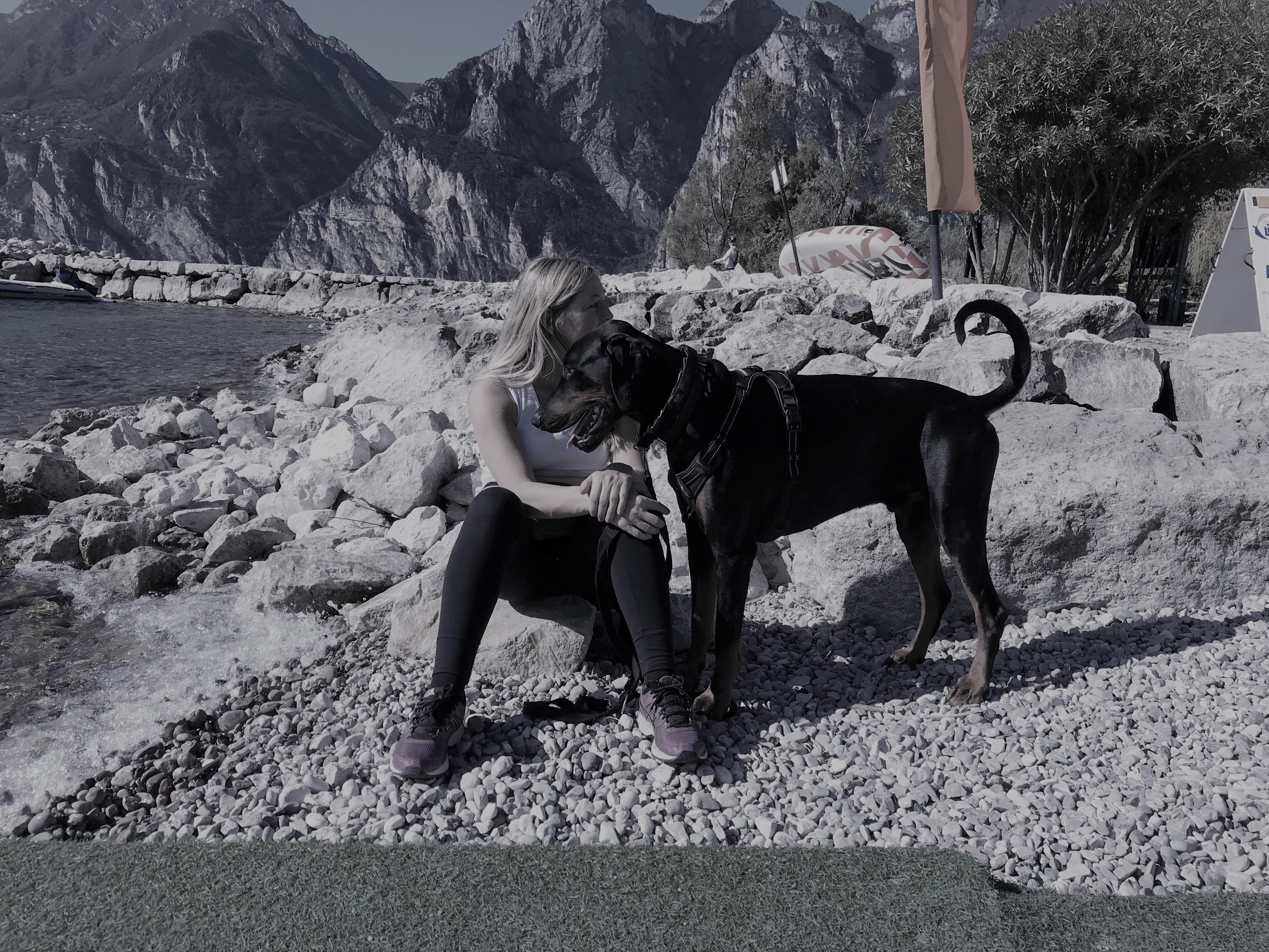 Mein Dobermann-Rüde Cooper und ich am Gardasee  - Wir waren ein gutes Team.